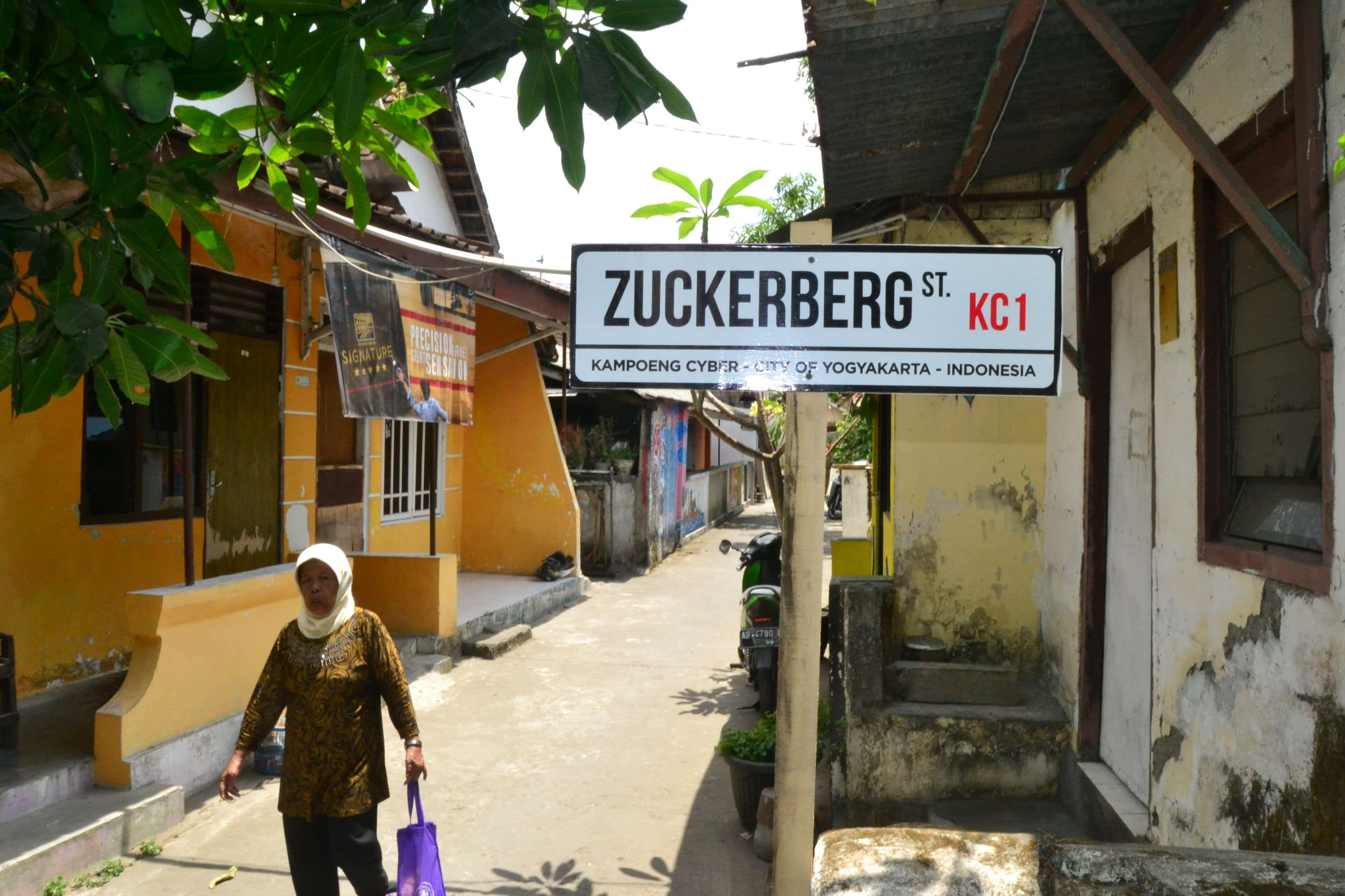 Zuckerberg ST. Plank Di Kampung Cyber Yogyakarta